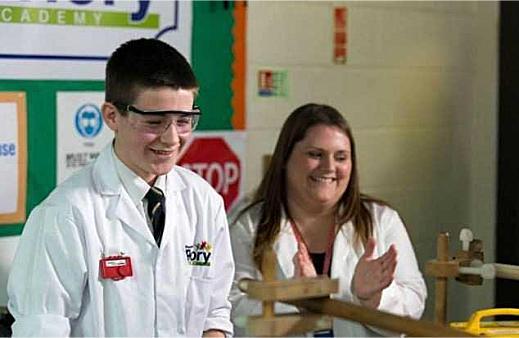 Подросток собирает ядерный реактор