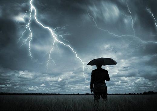 Что происходит, когда в кого-то попадает молния?