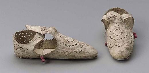 Женские туфли, сделанные в Италии (1605 г)